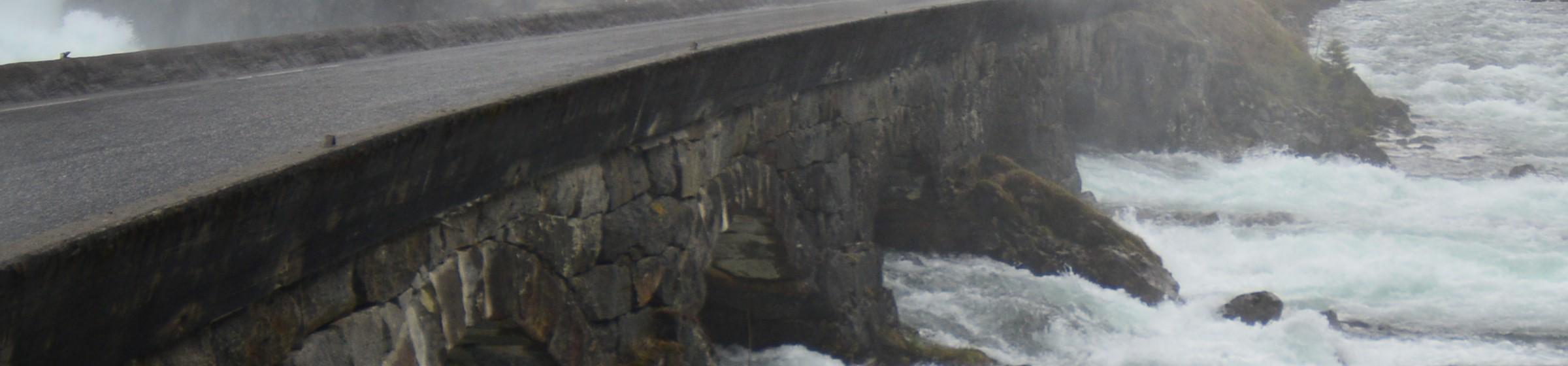 bro över fors